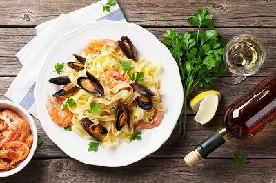 wein-zu-meeresfruechte-pasta