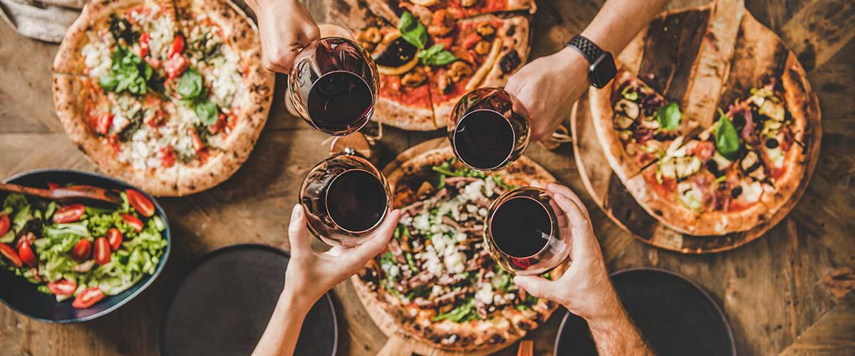 Rotwein zu Pizza